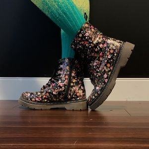 Soda size 36 Black Floral Combat Boots zipper side
